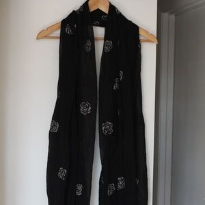 Black and Gray Rose Detailed Lightweight Scarf